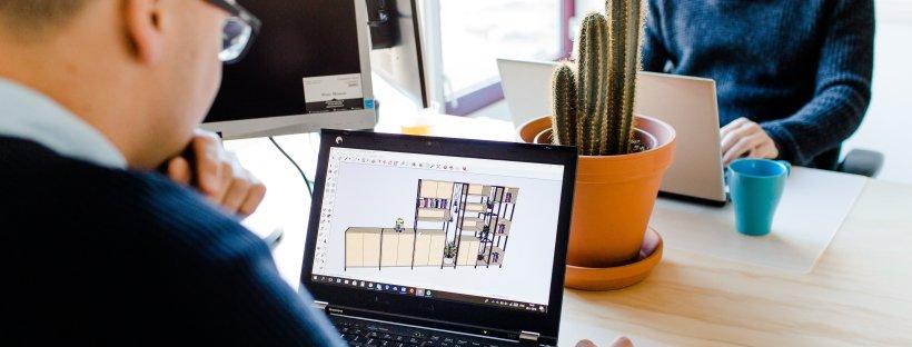 vanstoerhout op kantoor man achter computer (c) Inge kooiman